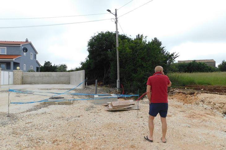 Diljem Loborike mogu se naći otvorene, nezaštićene cijevi i betonski otvori (P. SOFTIĆ)