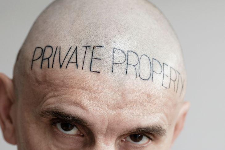 """Siniša Labrović: Tetoviran """"privatni posjed"""", sad prekriven kosom"""