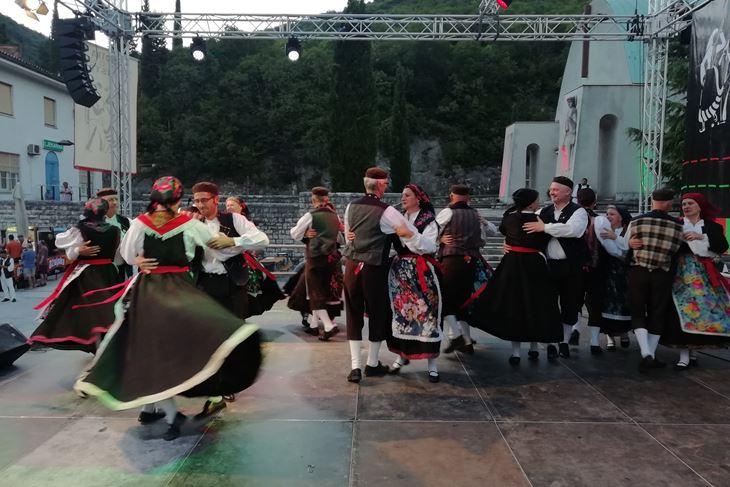 RKUD Rudar iz Raše koji slavi 70. obljetnicu zaplesao je Labinski tanac