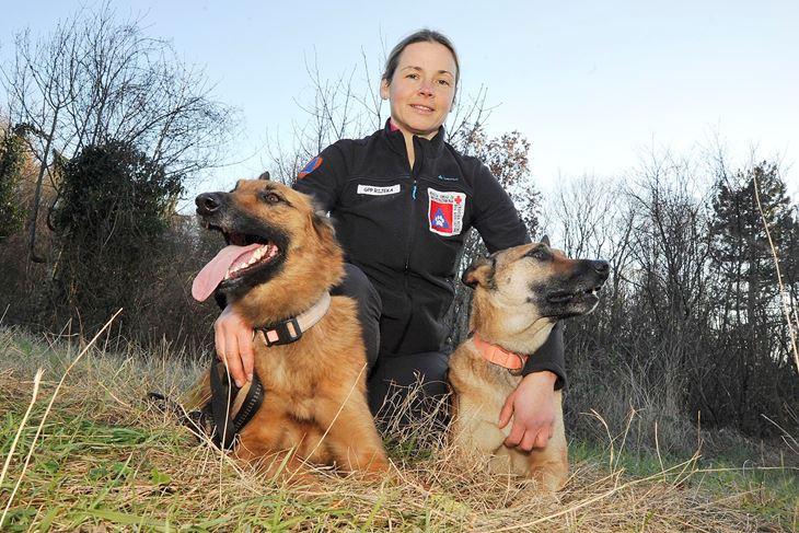 Potražni psi HGSS-a s voditeljicom Natašom (Sergej DRECHSLER)