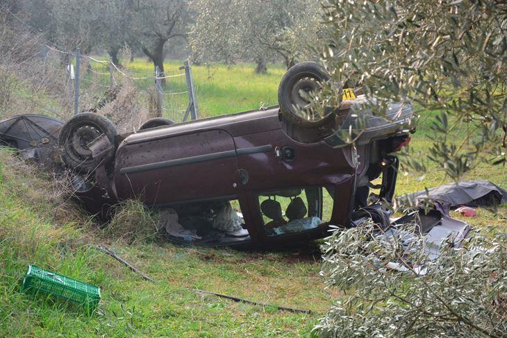 Vozač je pri prevrtanju ispao iz automobila (Neven LAZAREVIĆ)