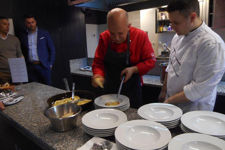 Chef Robert Perić spravio je jela istarskog goveda uz korištenje tradicionalnih namirnica (A. DAGOSTIN)