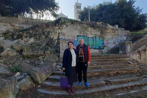 Dragica Pršo i Velimir Percan na stubama Mornaričke crkve (Z. STRAHINJA)