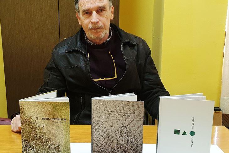 Dr. Vitomir Jadrejčić, predsjednik Ogranka Matice hrvatske Buje s najnovijim izdanjima (Luka JELAVIĆ)