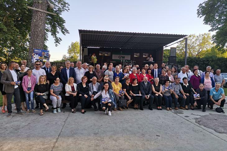 Meškić sa svojim biračima na predizbornom skupu u Labinu (B. BIOČIĆ)