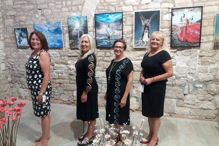 Četiri žene - Delija Klarić, Marina Sršen, Marina Tatić i Radojka Kramar na otvaranju izložbe (Lara BAGAR)