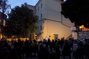 Predstava je izvedena u dvorištu Osnovne škole Vladimira Nazora