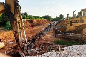 Iskopavanje trase buduće prometnice u poduzetničkoj zoni Štrpe (L. JELAVIĆ)