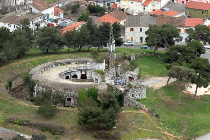 Po statusu Fort Monvidal bliži je Fortu Muzil, koji je pod nadzorom MORH-a, nego Fortu Casoni Vechi na Vidikovcu koji je već dugo u službi civila (Slaven RADOLOVIĆ)