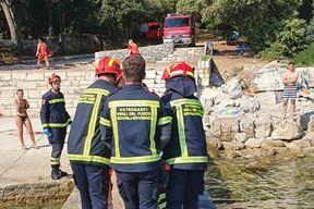 Stradalog mladića iz mora su izvukli vatrogasci (JVP Rovinj)