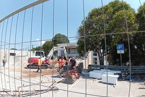 Radnici tvrtke Trako žure završiti posao do početka nastave (Duška PALIBRK)