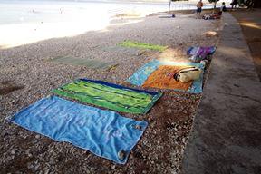 Rezervacija plaže u Valbandonu ručnicima dok su vlasnici još uvijek u apartmanima
