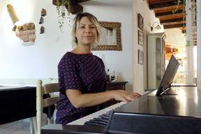 "Lora Pavletić diplomirala je solo pjevanje na konzervatoriju ""Giuseppe Tartini"" u Trstu (G. ČALIĆ ŠVERKO)"
