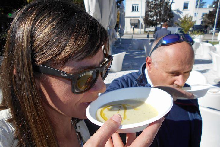Juha se kušala bez žlica, direktno iz zdjelica (D. ŠIŠOVIĆ)