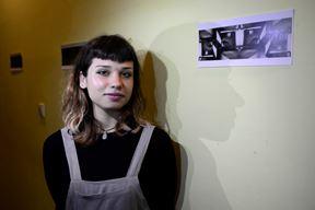 Sarah Klešin pored jednog od svojih radova (Dejan ŠTIFANIĆ)