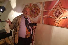 Branimir Turkalj pored dijela svojih radova (Snimio Mladen Radić)