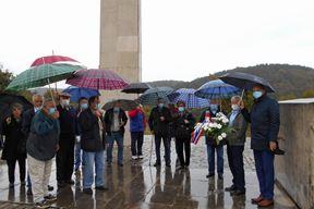 Polaganje vijenca na spomenik Vladimiru Gortanu (Snimio Davor Šišović)