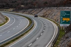 Pula, 290216. Autoput Istarski ipsilon u punom profilu na dionici A9 sagradjenje 2011. godine. Ministar prometa danas je najavio nastavak izgradnje punog profila od Pazina do tunela Ucka. Na fotografiji: puni profil autoceste. Foto: Goran Sebelic / CROPIX