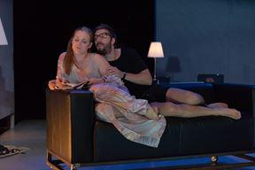 Lara Živolić i Vlater Roša u prizoru iz predstave