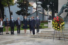 Polaganje vijenaca na spomenik na pulskoj Rivi (Foto: Grad Pula)