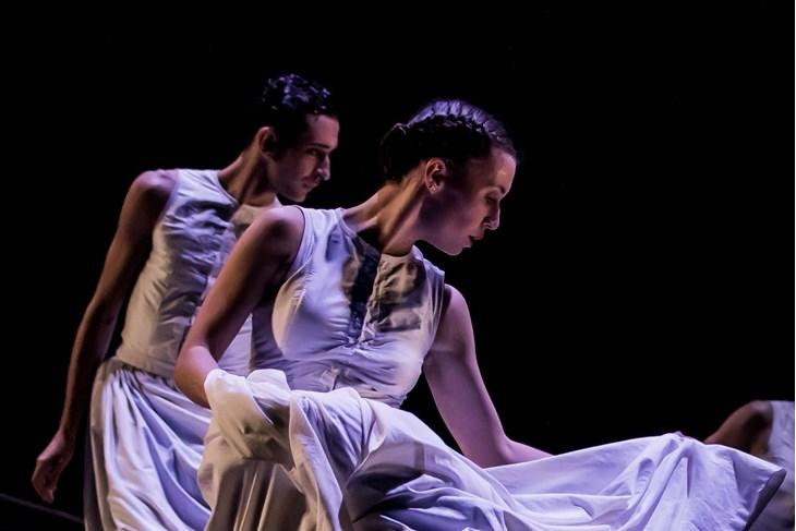 """Prizor iz plesne predstave """"Čipka"""""""
