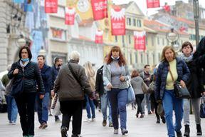 G2610MG20.jpg Rijeka 26.10.2020.Usprkos  korona virusu Korzo vrvi ljudima Foto Marko Gracin