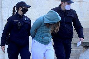 Privođenje djevojke osumnjičene za pokušaj ubojstva (Snimio Dejan Štifanić)