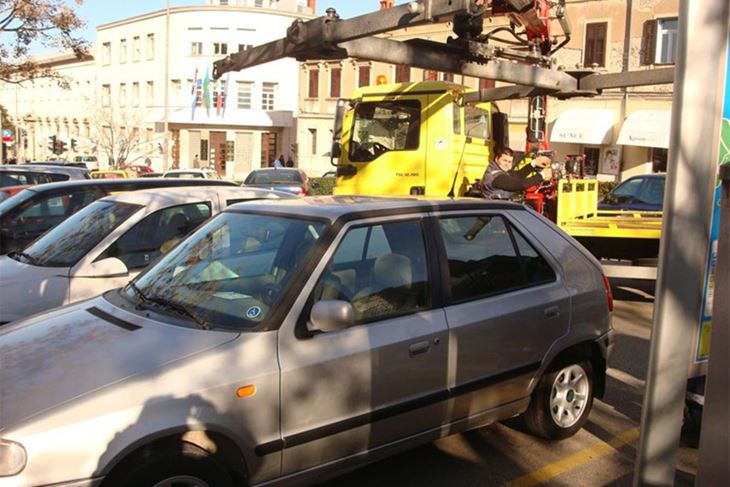 Policija stalno kontrolira parkirna mjesta za invalide
