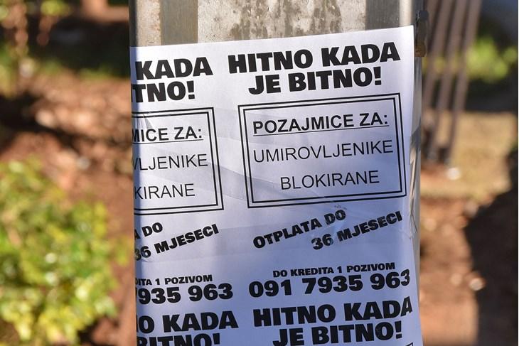 """""""Do kredita jednim pozivom"""", poručuje nepoznati kreditor nikom drugom nego umirovljenicima (Snimio Duško Marušić Čiči)"""