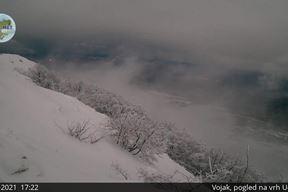 Zimski ugođaj večeras na vrhu Učke (Foto: Istramet webcam)