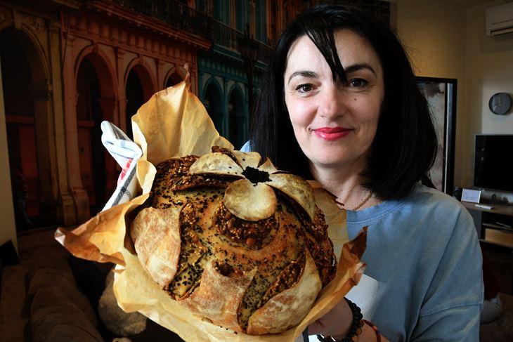Ovisnica sam o kiselom tijestu, izradi kruha ali i njegovom okusu. To mi je i igra i terapija i hobi, kaže Dragana Dujić (Snimio Milivoj Mijošek)