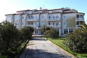 Hotelu Arcus će nakon obnove zasjati u potpuno novom ruhu (Snimio Milivoj Mijošek)