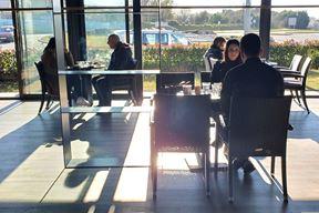 Jutros su otvorene terase kafića i restorana (Snimio Milivoj Mijošek)