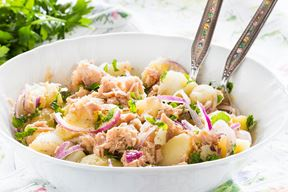 Salata s krumpirom i tunom