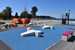 Hidrobaza će ovoljetne kupače i šetače dočekati još uređenija, s novom urbanom opremom, igralima i novim biljnim nasadima (Snimio Duško Marušić Čiči)