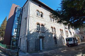 Vanjski lift lijepo se uklopio u arhitekturu austrougarske zgrade - Škola za odgoj i obrazovanje na Monte Zaru (Snimila Duška Palibrk)