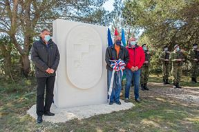 Skulptura na Kamenjaku u cast 119. brigade HV-a