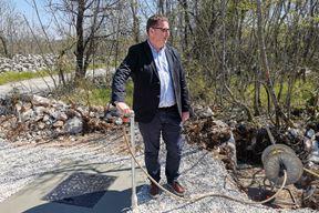 Simbolički je špinu odvrnuo Gordan Gašparović, direktor Vodno gospodarskog odjela Rijeka (Snimio Branko Biočić)