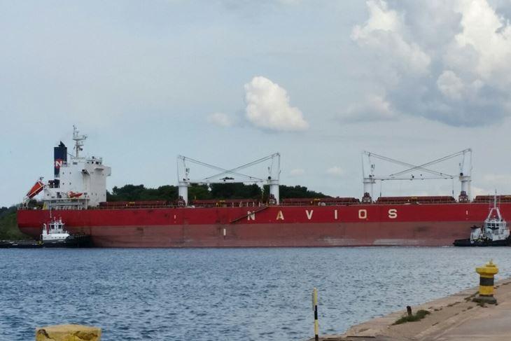 Brod Navios Christine B