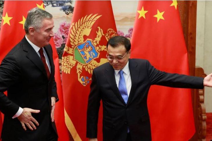 Milo Đukanović (dok je bio premjer) i kineski premijer Li Kecijang u Pekingu 2015. godine (EPA)