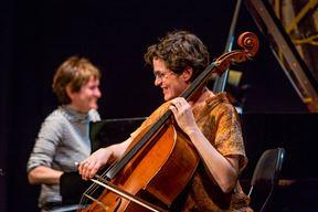 Otvorenu probu u porečkom kazalištu održali su proslavljena violončelistica Monika Leskovar, pijanistica Terezija Cukrov i flautist Dani Bošnjak ( POU Poreč)