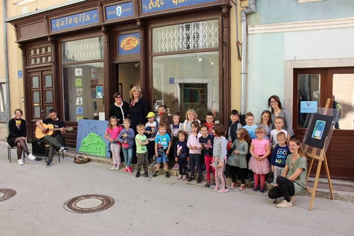 Svečano je otvorena izložba dječjih radova
