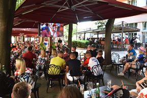 Gledanje utakmice Hrvatska - Engleske u Puli (Snimio Duško Marušić Čiči)