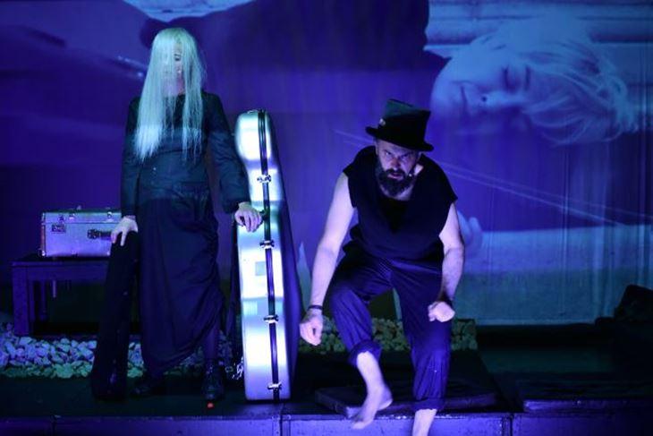 Nadasve dramatičnu glazbenu predstavu utjelovljuju izvrsni, svestrani glumci Barbara Cerar i Uroš Fürst