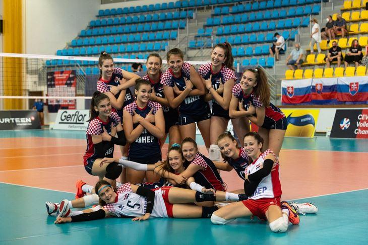ZAPELE U SKUPINI - Hrvatska kadetska reprezentacija (Foto: HOS)