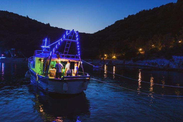 Klapa Rišpet je čest gost našeg kraja, tradicionalno posjećuju Rakljansko kulturno ljeto, dok se koncert u ovakvom obliku održava drugi put