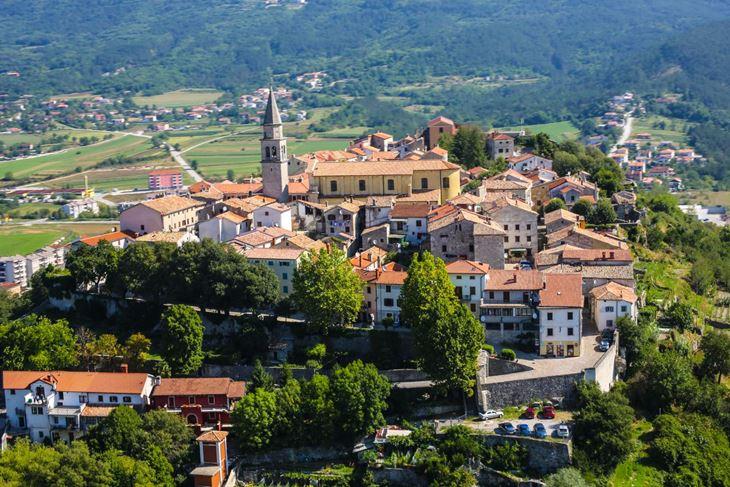 U Istri je u deset jedinica lokalne samouprave dosad izgrađeno oko 400 POS stanova - panorama Buzeta