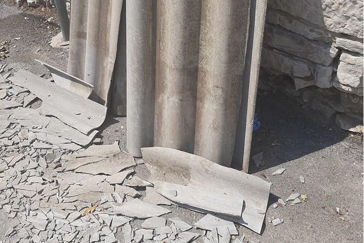 Azbestni otpad u Castropolinoj ulici (Snimila Lara Bagar)