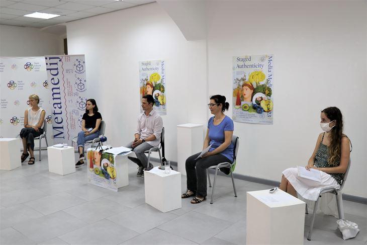 Festival su najavili Dora Ramljak, Marijeta Bradić, Marino Jurcan, Ivana-Nataša Turković i Mia Miletić u galeriji Srpskog kulturnog centra u Istri (Snimio Boris Vincek)