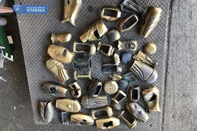 Ukradene vaze i ostali predmeti s groblja Pomer